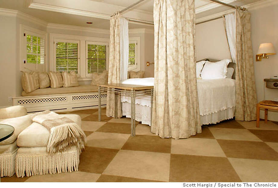 CAPITOLA BEACH ROOM AT DEPOT HILL HOTEL, CAPITOLA CA Photo: Scott Hargis Photo: SCOTT HARGIS