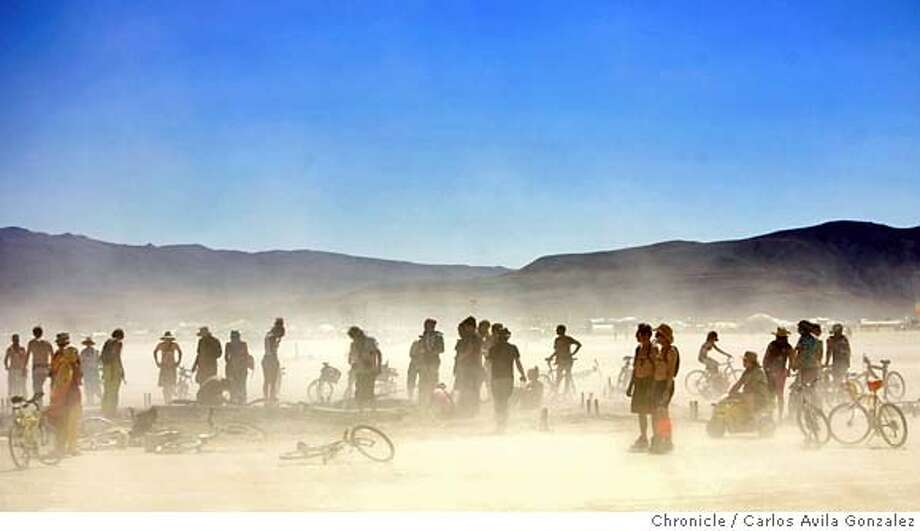 BURNINGMAN_001_CAG.CR2  Festival participants dig through the rubble of the burned man on Sunday, September 3, 2006, after the festivities came to an end with the burning of the man on Saturday. Daily coverage of the Burning Man festival in the Nevada desert. Photo by Carlos Avila Gonzalez/The San Francisco Chronicle  Photo taken on 9/3/06, in Black Rock City, Nv, USA  **All names cq (source) MANDATORY CREDIT FOR PHOTOG AND SAN FRANCISCO CHRONICLE/ -MAGS OUT Photo: Carlos Avila Gonzalez