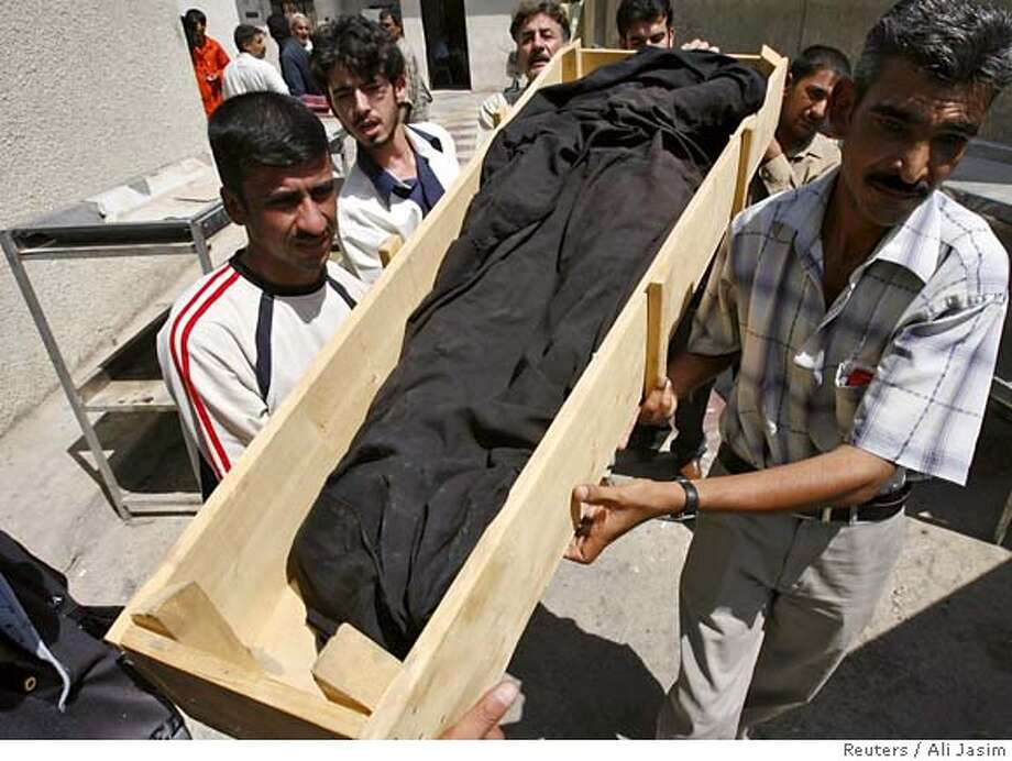 Iraqis claim the body of a relative from Yarmouk hospital morgue in Baghdad September 3, 2006. The body belongs to one of the three people killed after gunmen opened fire in Dora, residents said. REUTERS/Ali Jasim (IRAQ) 0 Photo: ALI JASIM