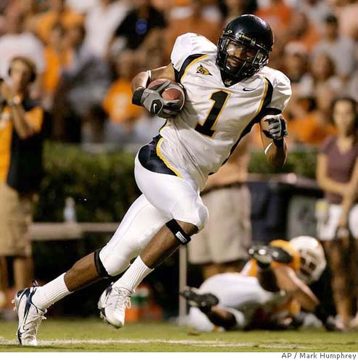 California wide receiver DeSean Jackson (1) scores a touchdown against Tennessee on a 40-yard pass reception in the fourth quarter of their college football game on Saturday, Sept. 2, 2006, in Knoxville, Tenn. Tennessee upset California, 35-18. (AP Photo/Mark Humphrey)