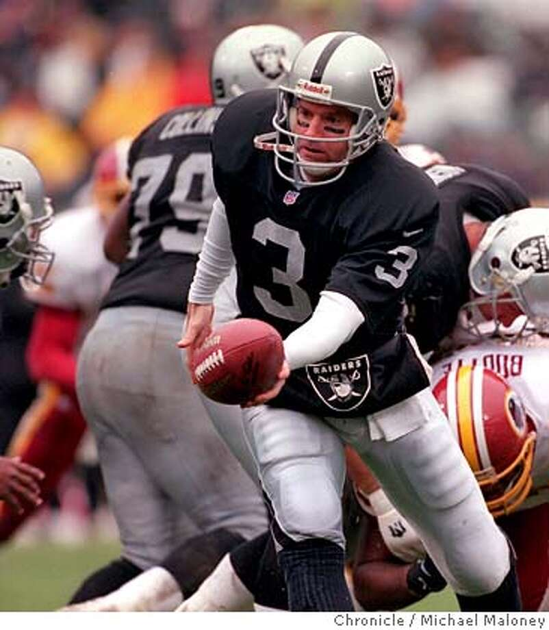 49ERS-GEORGE/C/29NOV98/SP/MJM Raiders Jeff George started the game but was taken out for the 2nd half. BY MICHAEL MALONEY/THE CHRONICLE CAT Photo: MICHAEL MALONEY