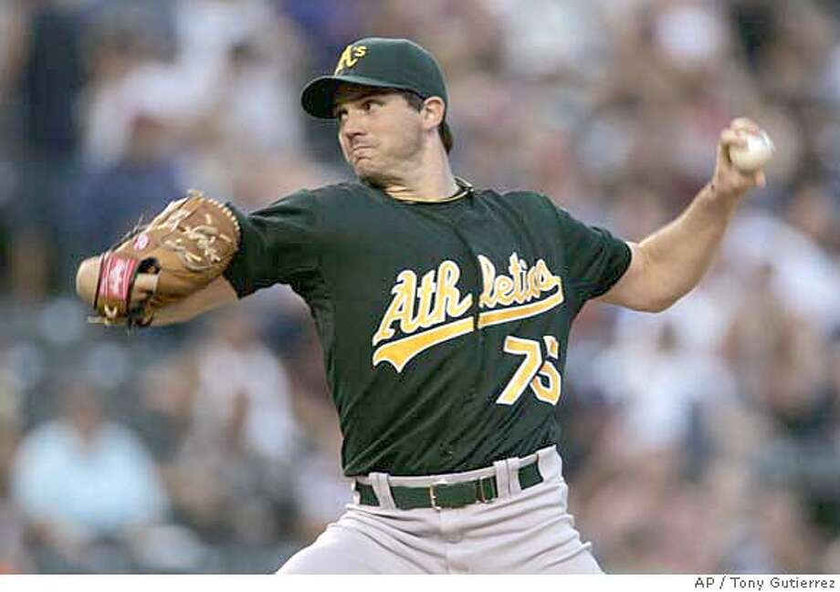 Oakland Athletics pitcher Barry Zito prepares to deliver to the Texas Rangers in the first inning of a baseball game in Arlington, Texas, Friday, Aug. 25, 2006. (AP Photo/Tony Gutierrez) EFE OUT Photo: TONY GUTIERREZ