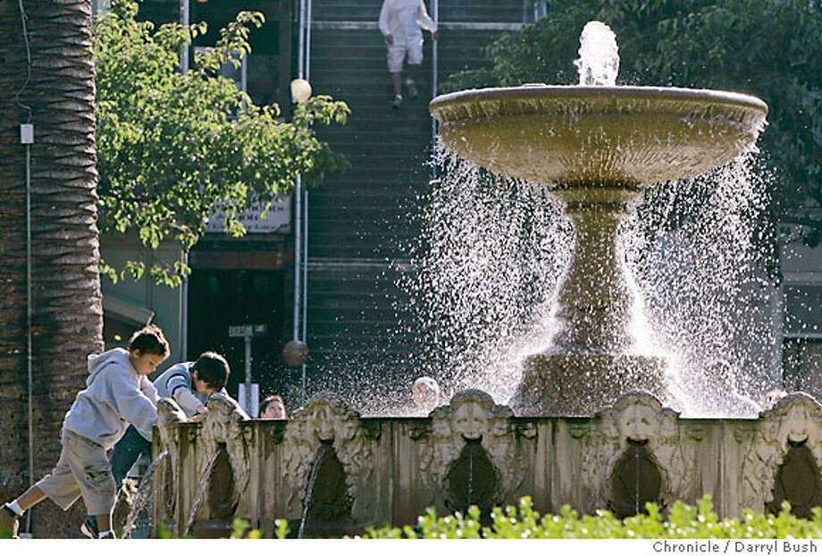"steetdate24_0334_db.jpg  Kids play near the fountain in the park called, ""Plaza Vi�a Del Mar,"" on Bridgeway on Bridgeway in Sausalito, CA on Tuesday, August 15, 2006. 8/15/06  Darryl Bush / The Chronicle ** roster (cq) Photo: Darryl Bush"