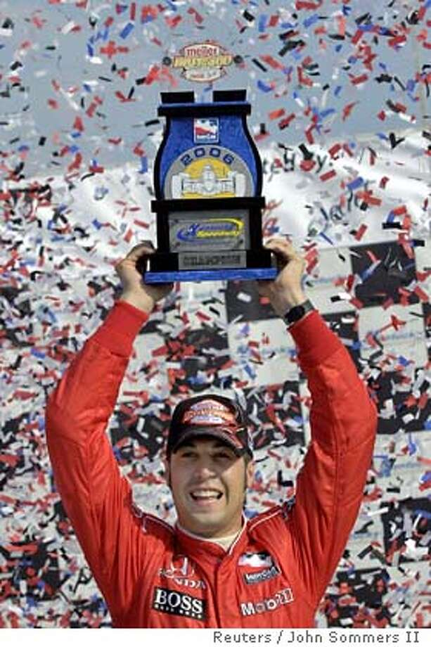 Sam Hornish Jr., racing for team Penske, holds up the champion trophy after winning the Indy 300 at the Kentucky Speedway in Sparta, Kentucky, August 13, 2006. REUTERS/John Sommers II (UNITED STATES) Photo: JOHN SOMMERS II