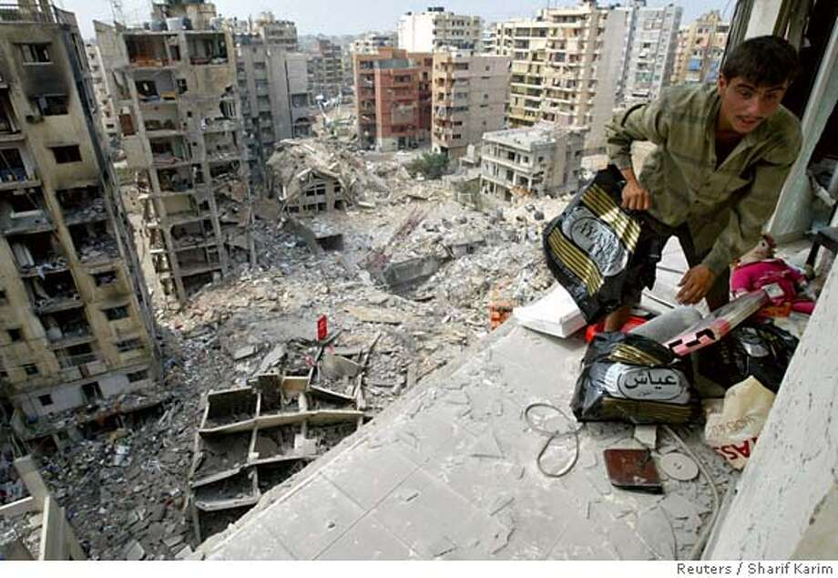 A man salvages belongings from an apartment, which was damaged during the recent conflict between Israel and Lebanon's Hizbollah, in Beirut's southern suburbs August 21, 2006. REUTERS/Sharif Karim (LEBANON) 0 Photo: SHARIF KARIM