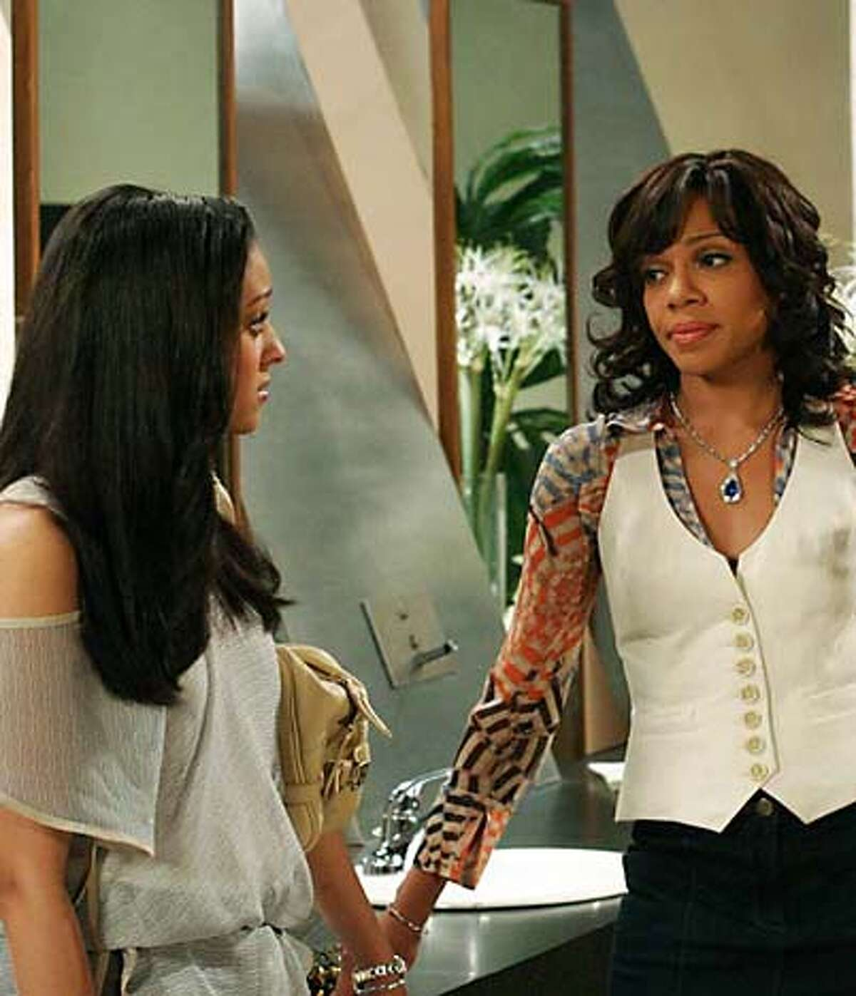 """""""The Game"""" Pictured: Tia Mowry as Melanie, Wendy R Robinson as Tasha Photo: Ron Tom / UPN MANDATORY CREDIT; ; NO ARCHIVE; NORTH AMERICAN USE ONLY"""