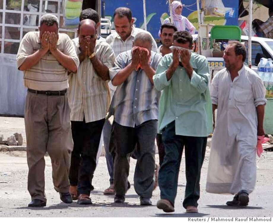 Friends of victims cry after a roadside bomb went off in a flea market in eastern Baghdad August 16,2006. REUTERS/Mahmoud Raouf Mahmoud (IRAQ) 0 Photo: MAHMOUD RAOUF MAHMOUD