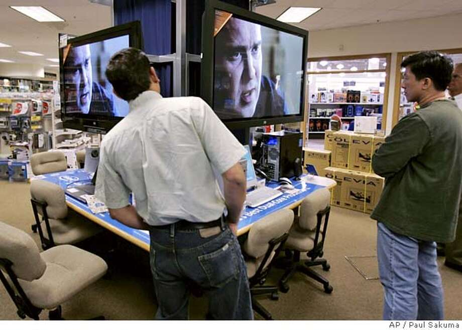 Customers look at two Hewlett Packard Plasma 42-inch HD televisions on display at Micro Center computer store in Santa Clara, Calif., Monday, Aug. 14, 2006. Hewlett-Packard Co. is scheduled to report fiscal third-quarter earnings. Analysts expect the computer and printer maker to earn $1.37 billion, or 47 cents a share, on sales of $21.8 billion, according to a Thomson Financial survey. (AP Photo/Paul Sakuma) Photo: PAUL SAKUMA