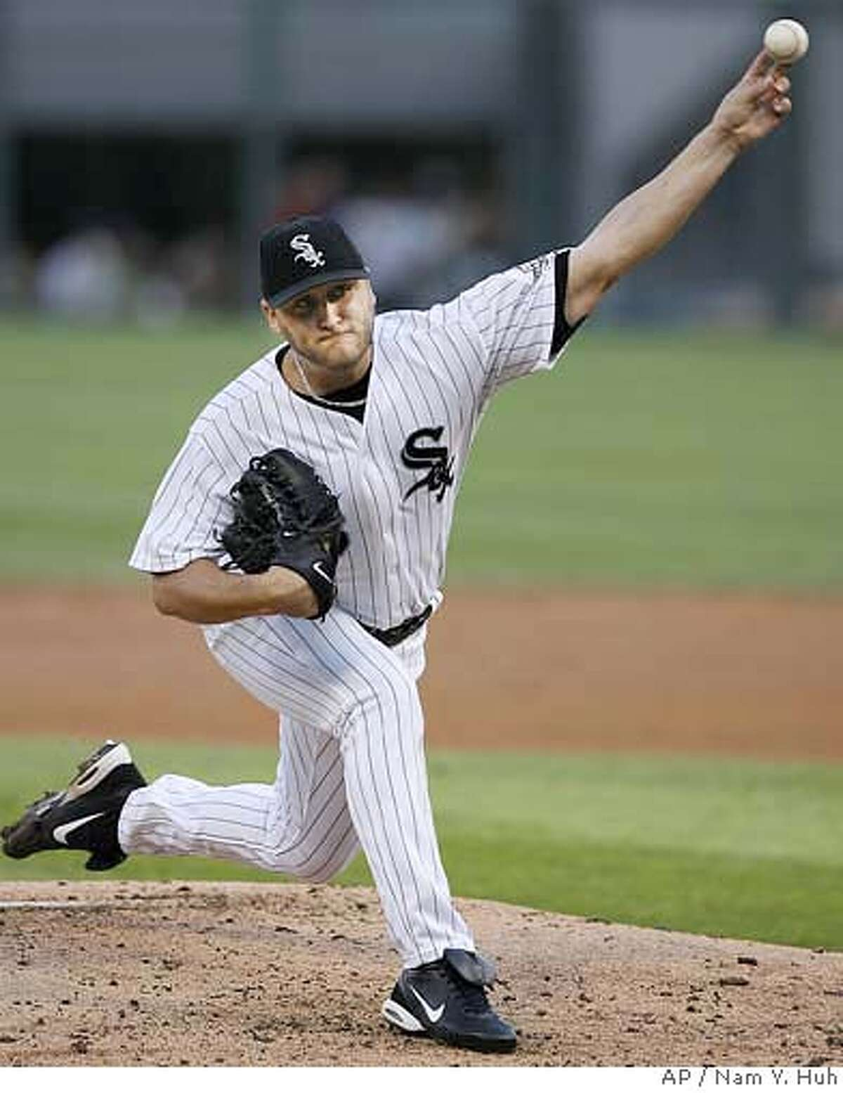 Chicago White Sox starting pitcher Mark Buehrle delivers to Los Angeles Angels during the second inning of a baseball game at U.S. Cellular Field, Monday, Aug. 7, 2006 in Chicago.(AP Photo/Nam Y. Huh)