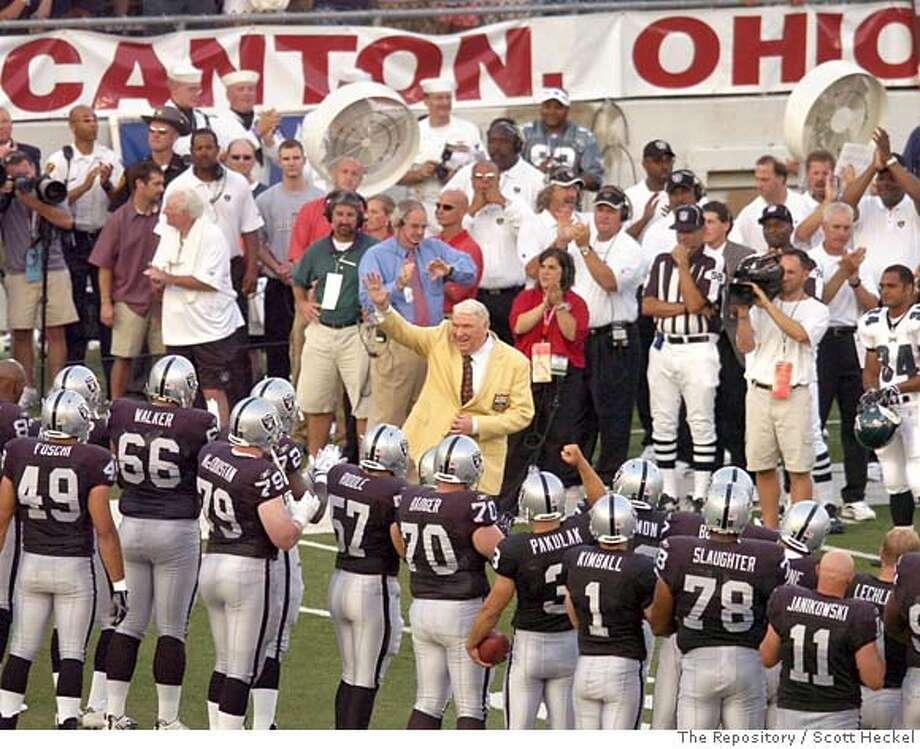 Former Oakland Raiders head coach John Madden, center, is introduced before the Oakland Raiders and Philadelphia Eagles play in the Hall of Fame football game Sunday, Aug. 6, 2006, in Canton, Ohio. Madden was inducted into the pro-football shrine Saturday, along with Warren Moon, Harry Carson, Troy Aikman, Reggie White and Rayfield Wright. (AP Photo/The Repository, Scott Heckel) **MANDATORY CREDIT** MANDATORY CREDIT, EFE OUT Photo: SCOTT HECKEL