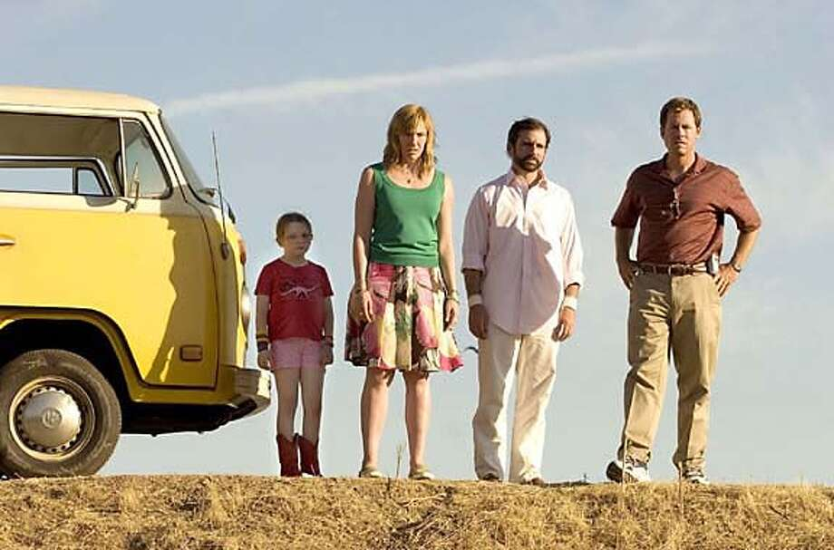 The cast of the comedy film 'Little Miss Sunshine' are shown (L-R) Abigail Breslin, Toni Collette, Steve Carell and Greg Kinnear in this undated publicity photograph. The film opens in the U.S. July 28, 2006. NO ARCHIVES REUTERS/Fox Searchlight Pictures/Handout 0 Photo: HO