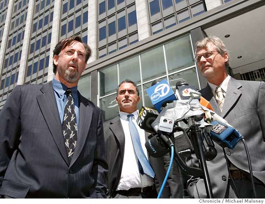 Chronicle reporter Mark Fainaru-Wada (left) editor Phil Bronstein and reporter Lance Williams (right) talk to the media after the hearing.  Chronicle reporters Lance Williams and Mark Fainaru-Wada appeared at the Federal Building in San Francisco this morning for a hearing regarding their refusal to testify in the Barry Bonds grand jury proceedings. Photo by Michael Maloney / San Francisco Chronicle on 8/4/06 in SAN FRANCISCO,CA MANDATORY CREDIT FOR PHOTOG AND SF CHRONICLE/ -MAGS OUT Photo: Michael Maloney