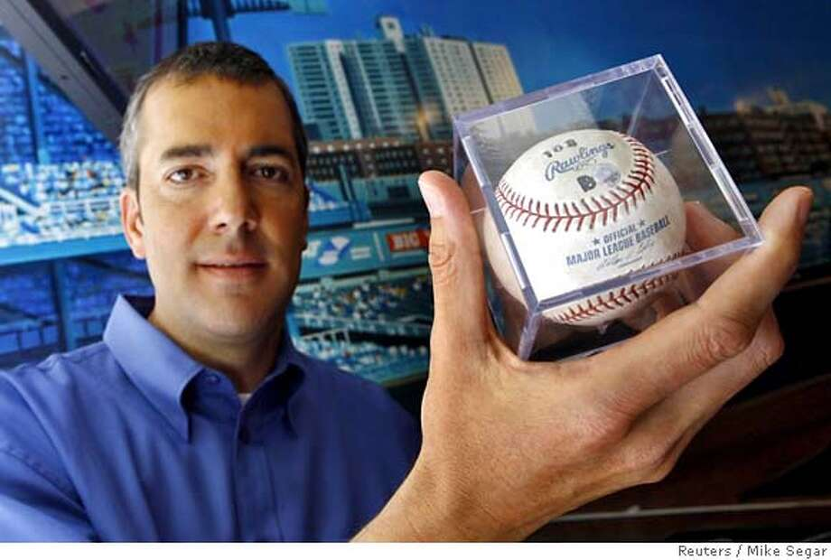 Andrew Morbitzer, the San Francisco Giants fan who caught Barry Bonds' 715th home run ball, poses with the ball in New York, July 24, 2006. Morbitzer is auctioning the ball on the internet auction site eBay beginning July 24 with a starting price of $10,000. REUTERS/Mike Segar 0 Photo: MIKE SEGAR