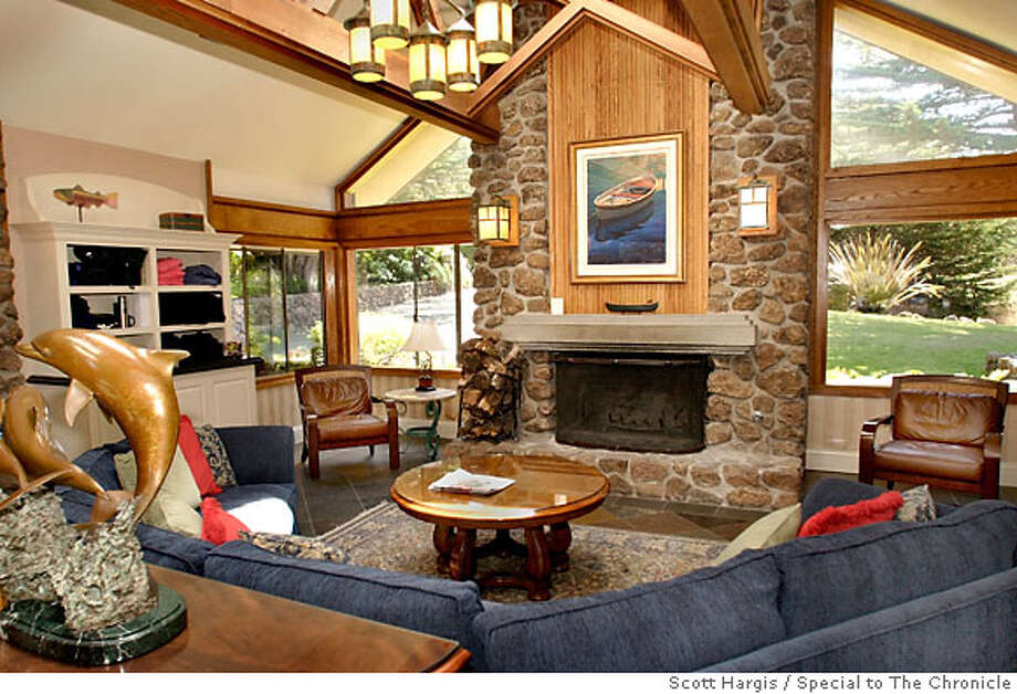 THE LOBBY AREA OF THE BODEGA BAY LODGE, BODEGA BAY CA  Photo: Scott Hargis/Special to the Chronicle Photo: SCOTT HARGIS