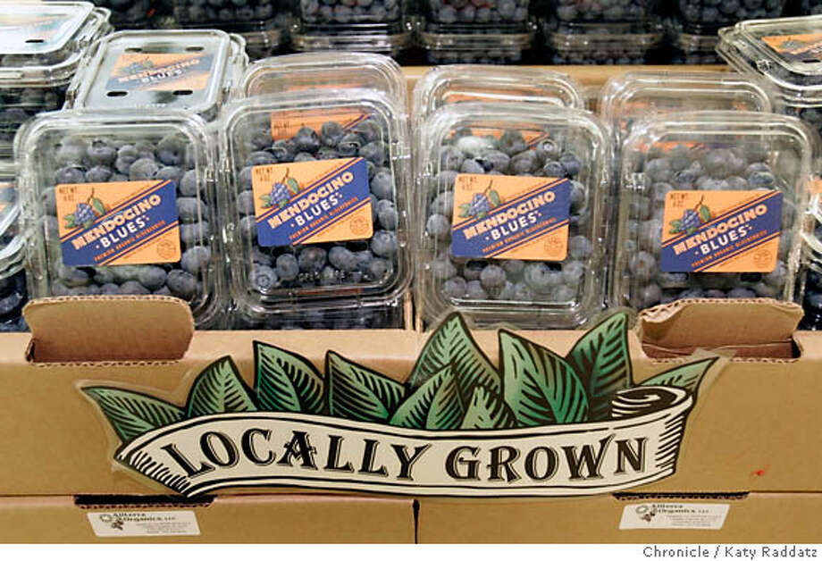 WHOLEFOODS26_012_RAD.jpg  SHOWN: Blueberries from Alterra in Mendocino. Whole Foods emphasizes locally grown produce. Photo taken on 7/20/06, in San Francisco, CA.  (Katy Raddatz/The S.F.Chronicle)  **Whole Foods Mandatory credit for photographer and the San Francisco Chronicle/ -Mags out Photo: Katy Raddatz