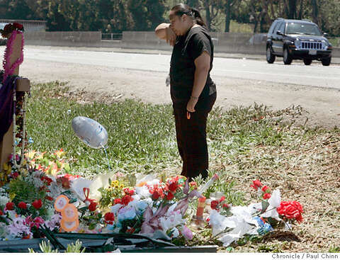 REDWOOD CITY / Growing shrine for crash victims becomes a