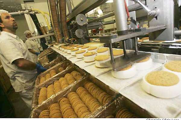 0201_pnitsit10_el.JPG  Elias Husary packing cookies while the top cookie is put in place on the sandwich line. It's It is a Peninsula institution and it's ice cream sandwiches are very popular. We haven't looked at 'em for a long time, so now we do.This shoot is the CEO taking the reporter on a tour of the plant while they create the sandwiches, so this should be a fantastic.ting ceremony on Tuesday.  Event on 5/17/05 in Burlingame. Eric Luse / The Chronicle MANDATORY CREDIT FOR PHOTOG AND SF CHRONICLE/ -MAGS OUT