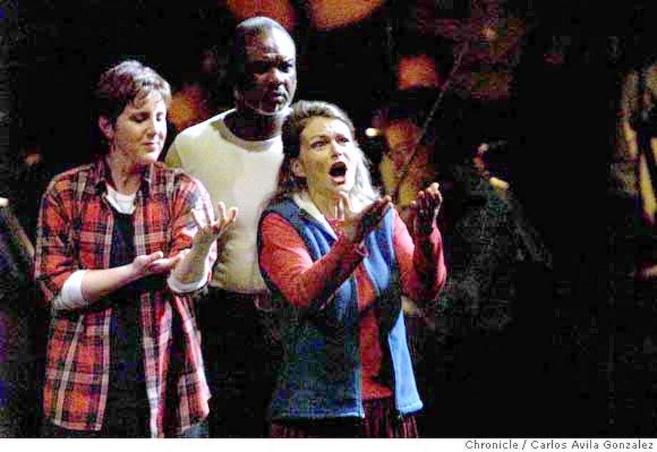 "NINO13A-C-11JAN01-DD-CG --- (l-r) Dawn Upshaw, Willard White, and Lorraine Hunt Lieberson in the first North American appearance of John Adams's, ""El Ni�o,"" , conducted by Kent Nagano, at Davies Symphony Hall in San Francisco, Ca.  (CARLOS AVILA GONZALEZ/SAN FRANCISCO CHRONICLE) CAT Photo: CARLOS AVILA GONZALEZ"