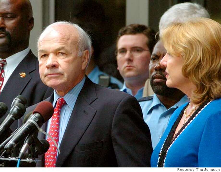 Enron founder Ken Lay with wife Linda talk outside federal court in Texas Photo: TIM JOHNSON