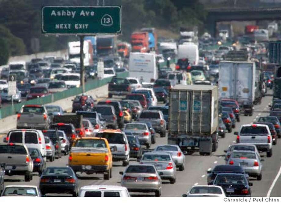 """Despite the promise of free rides on mass transit systems on a declared """"Spare the Air"""" day, traffic clogged both directions of Interstate 80 during the afternoon commute in Berkeley, Calif. on Thursday, June 22, 2006.  PAUL CHINN/The Chronicle MANDATORY CREDIT FOR PHOTOGRAPHER AND S.F. CHRONICLE/ - MAGS OUT Photo: PAUL CHINN"""