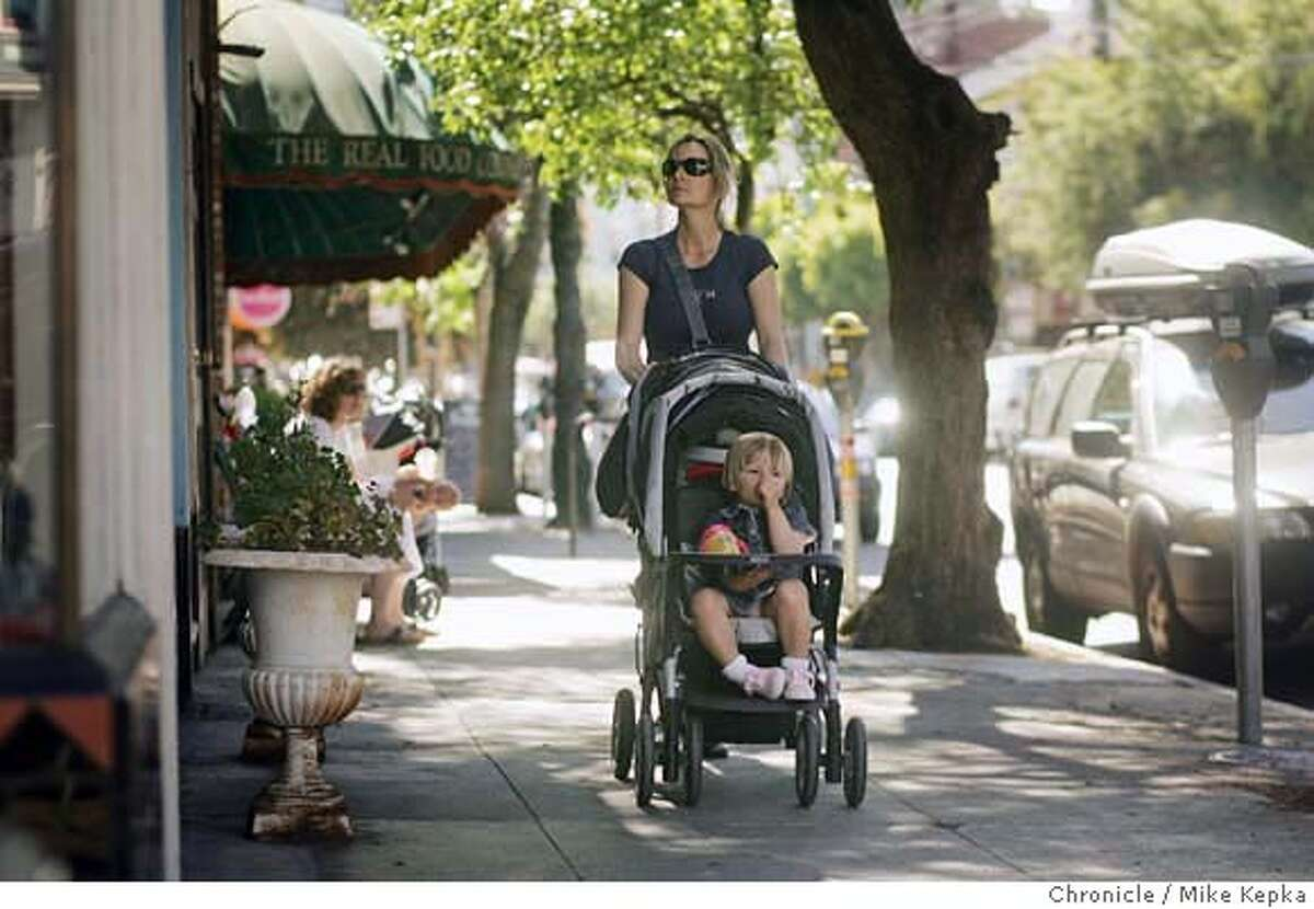 midclass151_mk.JPG Anne Senges pushes her two kids Eloise Doesserich, 2, and Tristan Doesserich, 6-weeks, down 24th street. Her husband (not shown) works as an product manager for a large investment firm. She and her family have lived in Noe Valley for about 10 years and do pretty well financially but can't afford to buy a house in their neighborhood. The latest census release tells us that middle class neighborhoods in San Francisco are vanishing and are becoming either more rich or more poor, Wednesday June 21, 2006. Mike Kepka / The Chronicle Ran on: 06-22-2006 Dorothy Ward (seated), shown with her niece LaDiamond Morris, has lived in the same Western Addition neighborhood for 40 years. Once considered a middle-class neighborhood, it is now a low-income area.