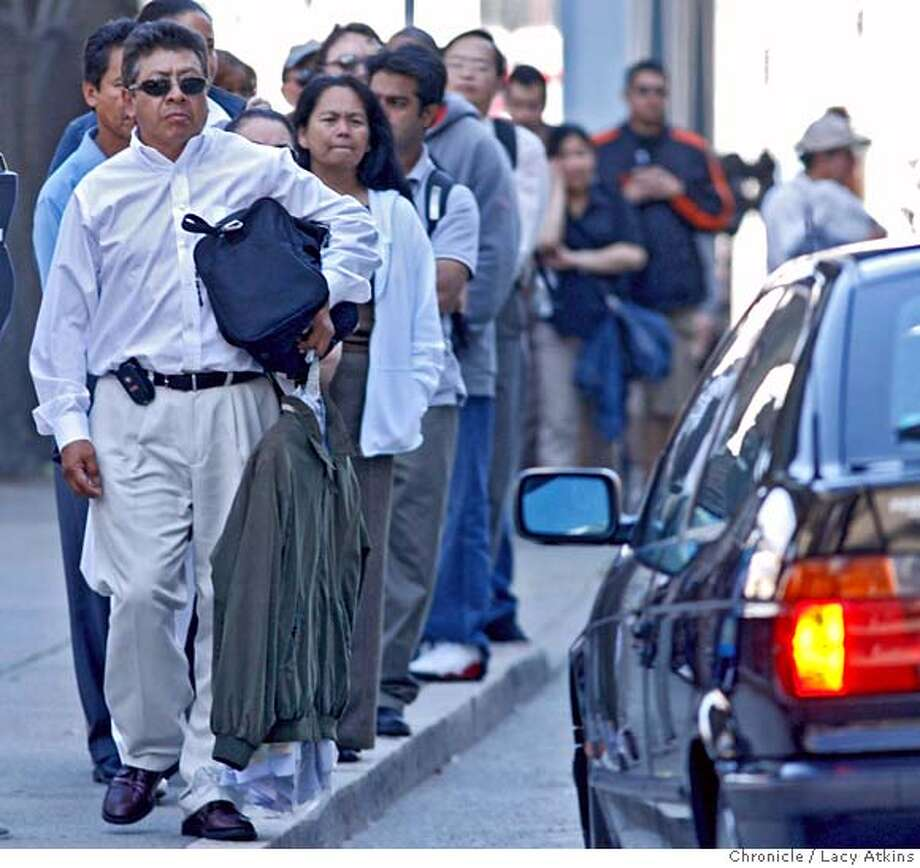 People make their commute easier and cheeper by waiting in-line on Beale Street between Howard and Folsom for cars to pick them up for the commute, Tuesday June 20, 2006, in San Francisco, Ca. The annual report on the 10 worst commutes in the Bay Area was released today.Tuesday June 20,2006 (Lacy Atkins/The Chronicle) MANDATORY CREDITFOR PHOTGRAPHER AND SAN FRANCISCO CHRONICLE/ -MAGS OUT Photo: Lacy Atkins