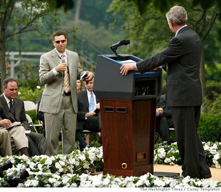 George W. Bush, Peter Wallsten Photo: CASEY TEMPLETON
