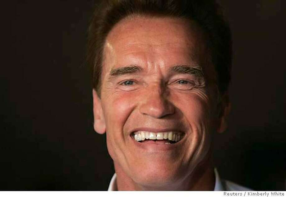 California Governor Schwarzenegger campaigns inside local cafe in California Photo: KIMBERLY WHITE
