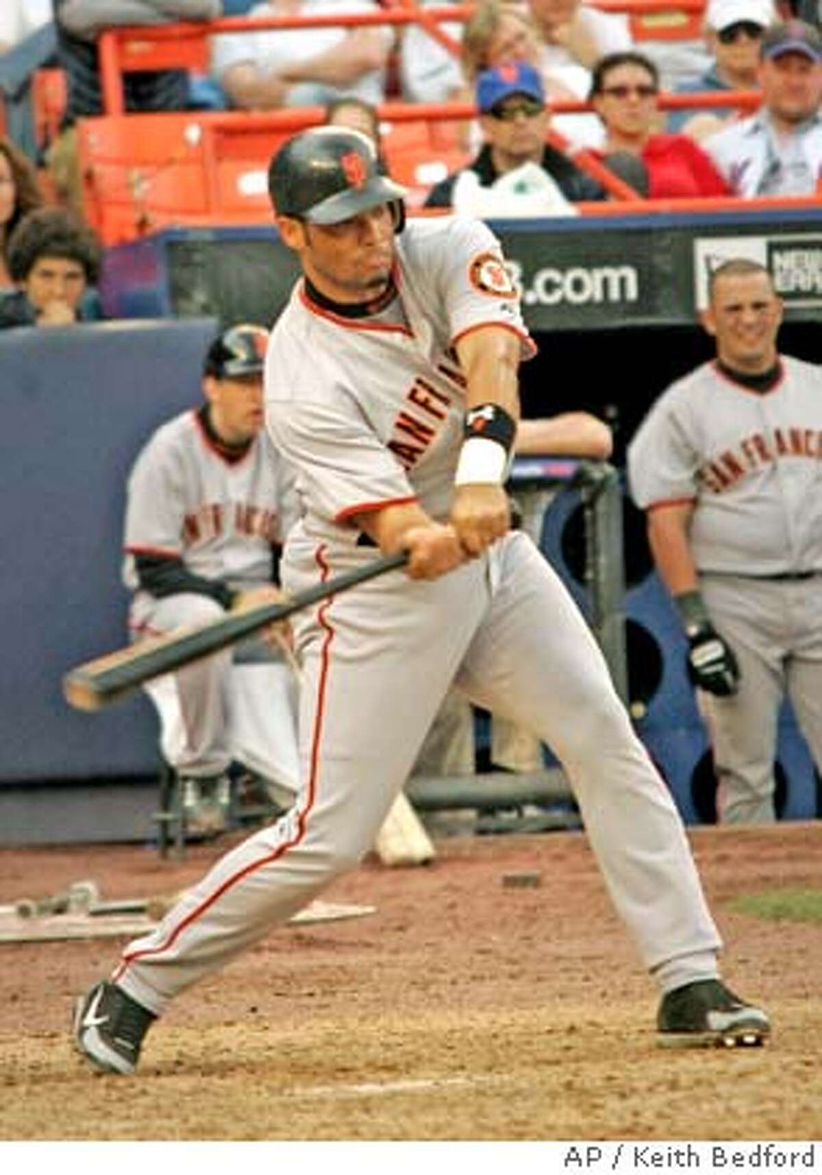 San Francisco Giants' Pedro Feliz drives in the go-ahead run off of New York Mets' relief pitcher Heath Bell in New York