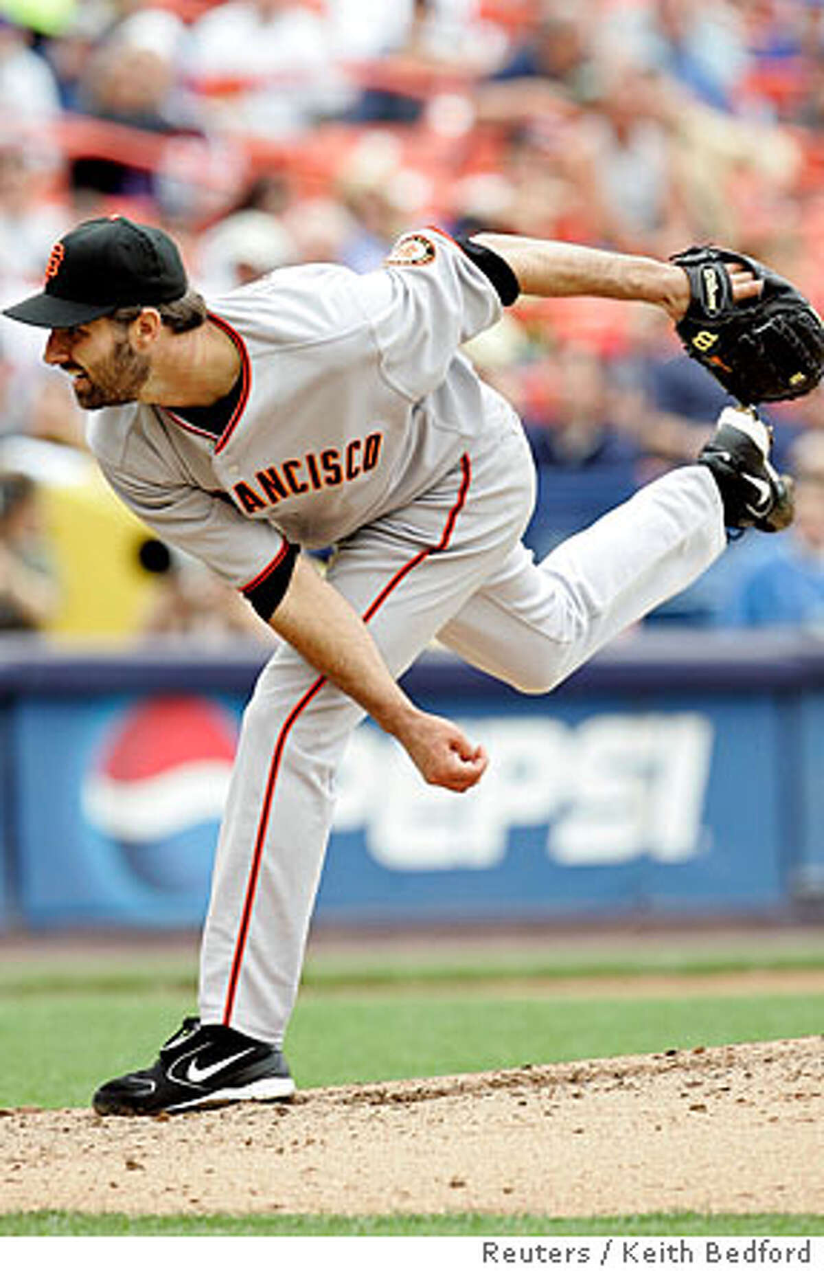 San Francisco Giants' Morris delivers pitch in first inning of Giants National League baseball game against New York Mets in New York