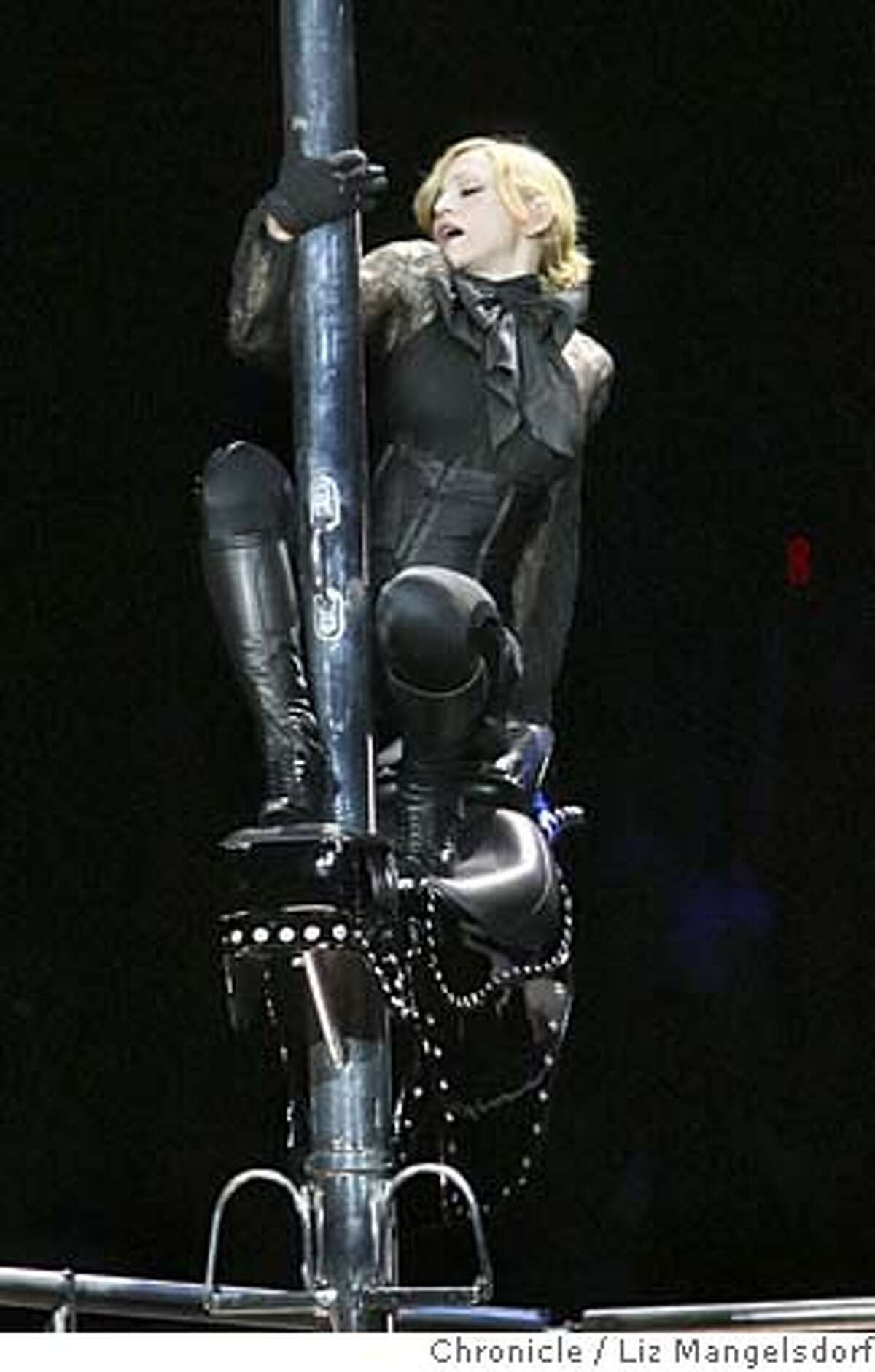madonna008_lm.JPG Madonna performs her song