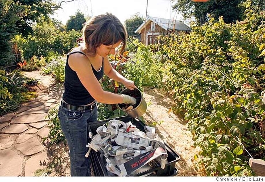 compost_033.JPG  Erica Yelensky keeps a worm composting bin in the yard of her Berkeley home.  Photographer:  Eric Luse / The Chronicle names (cq) from source  Erica Yelensky MANDATORY CREDIT FOR PHOTOG AND SF CHRONICLE/NO SALES-MAGS OUT Photo: Eric Luse