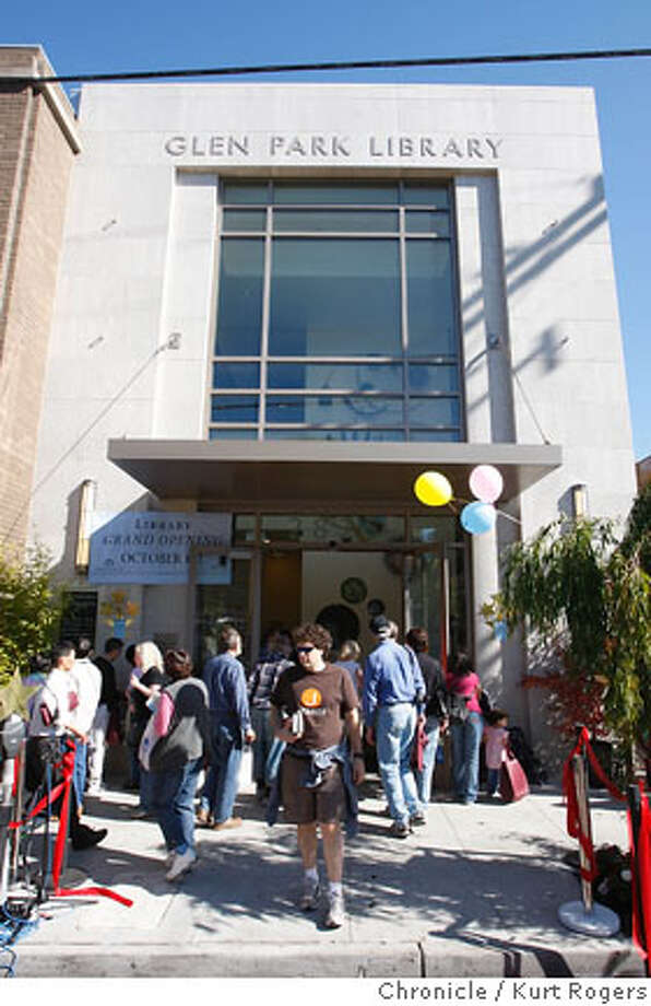 The entrance to the Glen Park Branch Library with people streaming in and out.  The opening of the Glen Park Branch Library.  LIBRARY14_0072_KR.jpg  Kurt Rogers / The Chronicle Photo taken on 10/13/07, in San Francisco, CA, USA Photo: Kurt Rogers