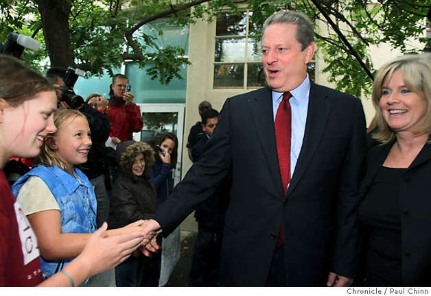 Former vice president Al Gore and his wife Tipper greets local residents Mackenzie Pope (left), 12, and Linnea Carlstrom, 9, as he leaves the Alliance for Climate Protection after attending meetings and a news conference to comment on winning a share of the Nobel Peace Prize in Palo Alto, Calif. on Friday, Oct. 12, 2007.  PAUL CHINN/The Chronicle  **Al Gore, Tipper, Mackenzie Pope, Linnea Carlstrom Photo: PAUL CHINN