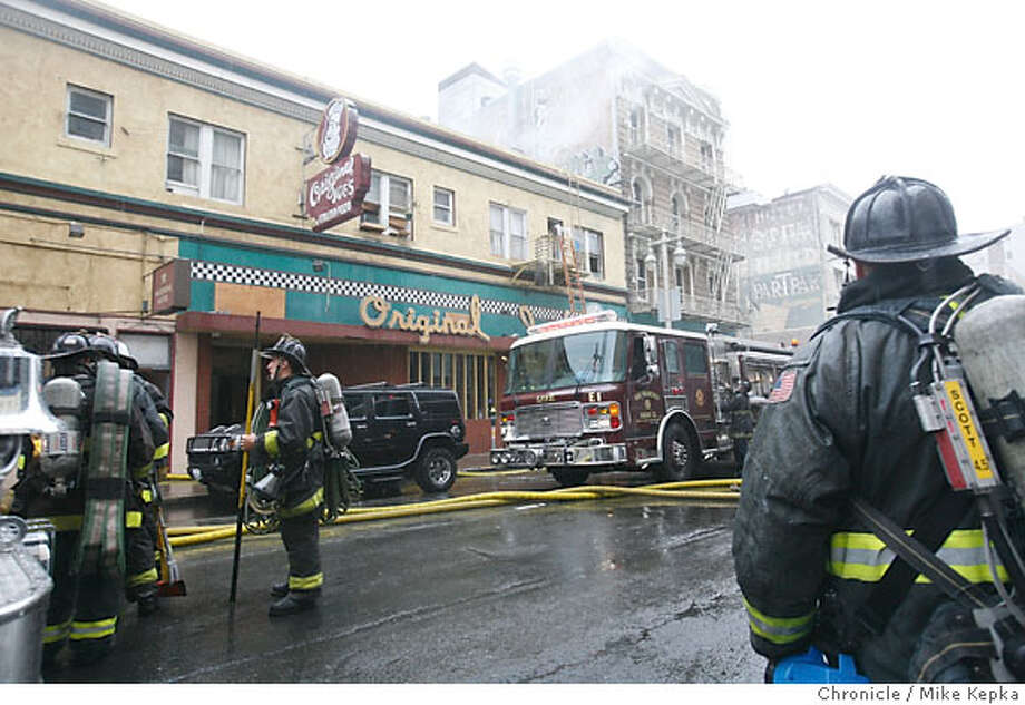 The San Francisco Fire department responses to what appeared to be an attic fire at Original Joe's, a San Francisco landmark restaurant, on Taylor street in San Francisco on Friday. Mike Kepka / The Chronicle Photo taken on 10/12/07, in san francisco, CA, USA Photo: Mike Kepka