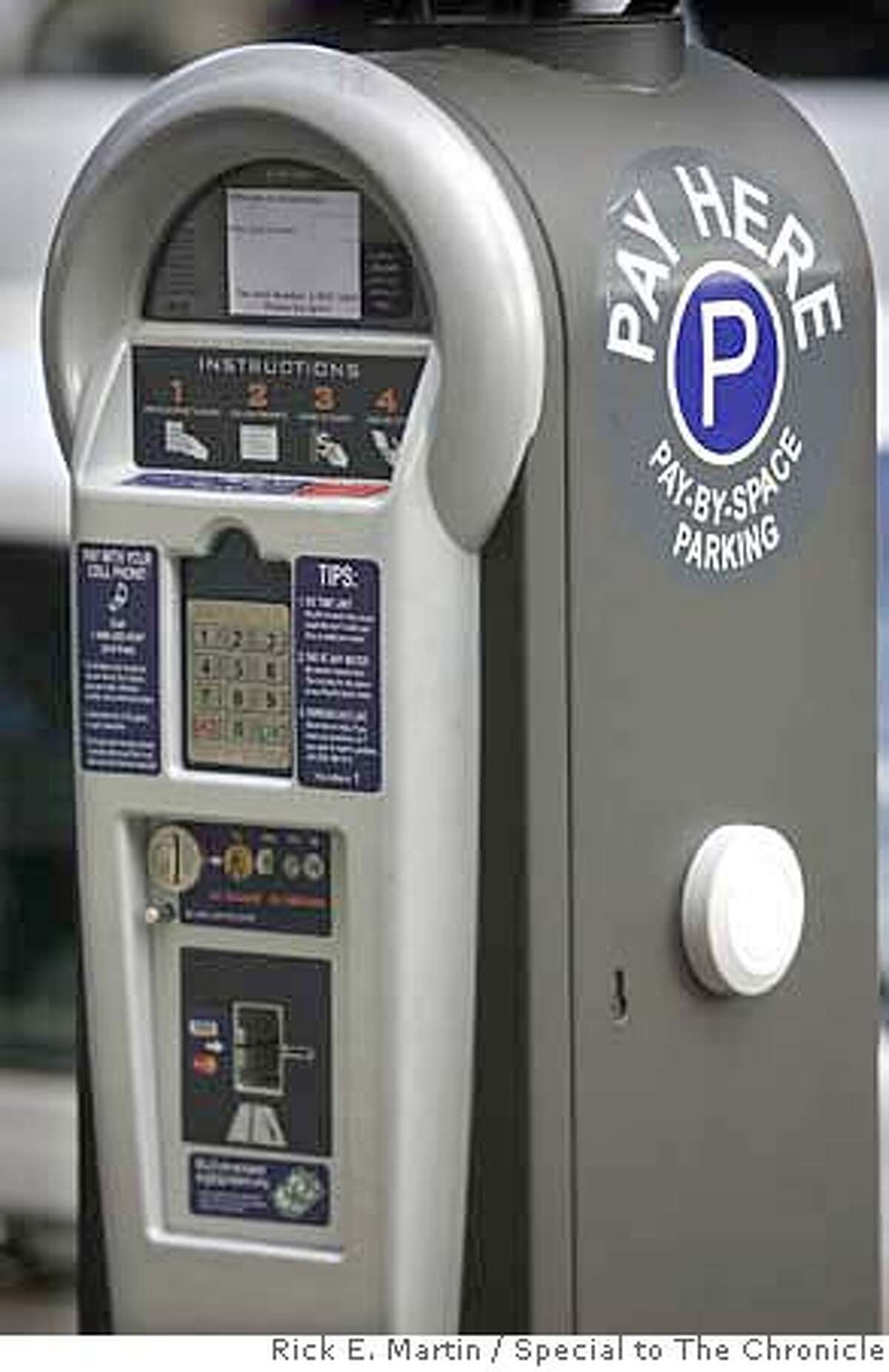10/11/07 REDWOOD CITY, CA A central parking meter payment station on Broadway Ave. in Downtown Redwood City, the machine accepts credit cards as well as cash. Rick E. Martin / Special to The Chronicle MANDATORY CREDIT FOR PHOTOG AND SAN FRANCISCO CHRONICLE/NO SALES-MAGS OUT