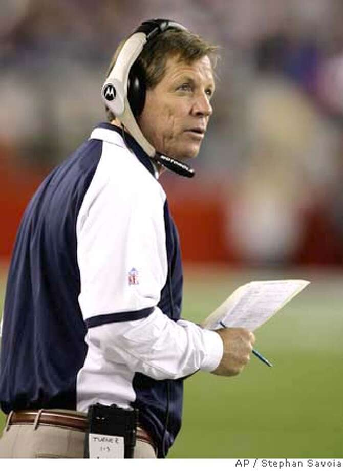 ** ADVANCE FOR WEEKEND EDITIONS, OCT. 6-7 -- FILE -- ** San Diego Chargers head coach Norv Turner coaches his team in an NFL football game against the New England Patriots in Foxborough, Mass., in this Sept. 16, 2007 file photo. (AP Photo/Stephan Savoia) SEPT. 16, 2007 FILE PHOTO Photo: Stephan Savoia