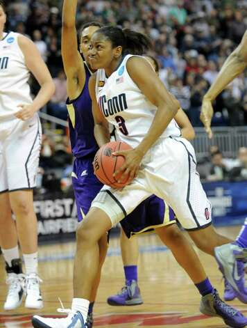 Connecticut's Tiffany Hayes drives to the basket during the first-round NCAA game against Prairie View at the Webster Bank Arena in Bridgeport, Conn. Saturday, Mar. 17, 2012. Photo: Autumn Driscoll / Connecticut Post
