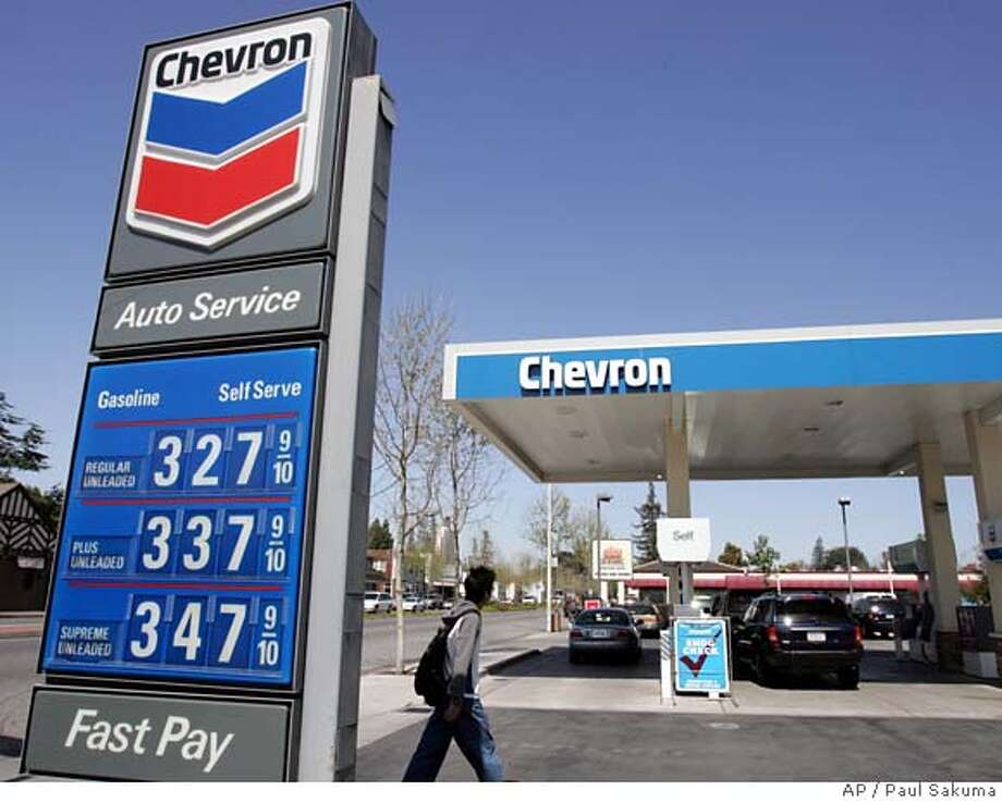 Chevron gas station in Menlo Park, Calif., Friday, April 28, 2006. Chevron Corp.'s first-quarter profit soared 49 percent to $4 billion, joining the procession of U.S. oil companies to report colossal earnings as lawmakers consider ways to pacify motorists agitated about rising gas prices. (AP Photo/Paul Sakuma) Photo: PAUL SAKUMA