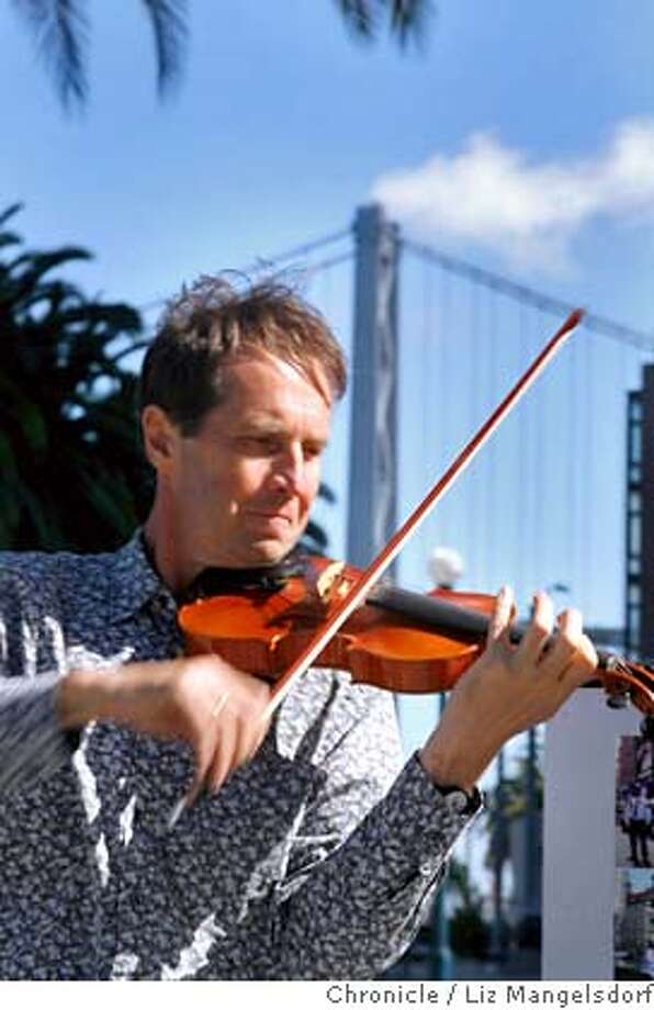 David Juritz, who is taking five months off from his job as concertmaster of the London Mozart Players in order to raise money for the music charity, Musequality, plays in JUstin Herman Plaza in front of the Ferry Building.  Photo taken on Oct. 4, 2007, by Liz Mangelsdorf, Special for the Chronicle MANDATORY CREDIT FOR PHOTOG AND SAN FRANCISCO CHRONICLE/NO SALES-MAGS OUT Photo: Liz Mangelsdorf