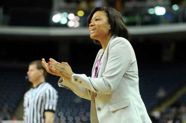 Prairie View A&M head coach Toyelle Wilson claps for her team during the first-round NCAA game against Connecticut at the Webster Bank Arena in Bridgeport, Conn. Saturday, Mar. 17, 2012. Photo: Autumn Driscoll / Connecticut Post