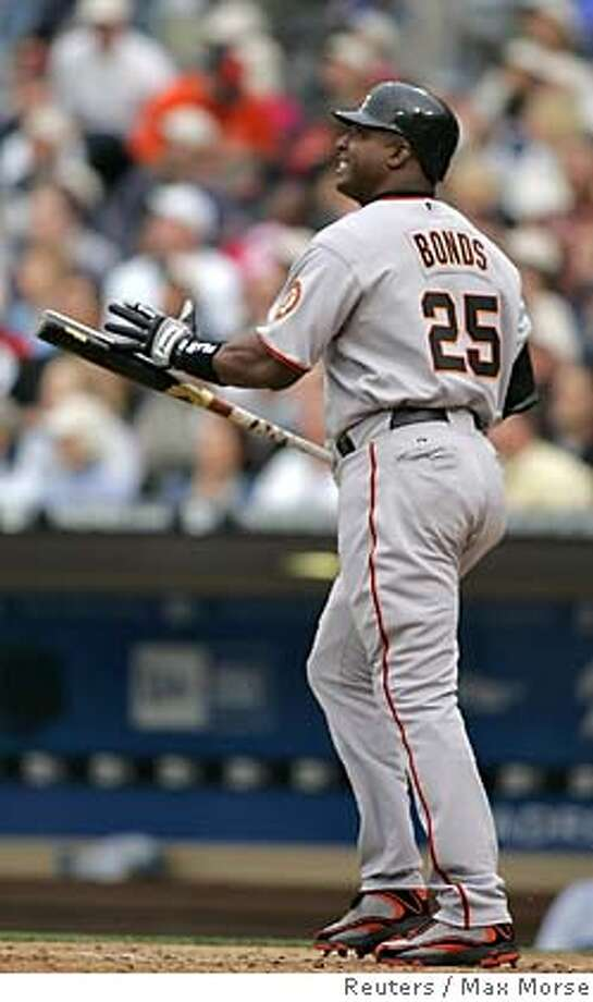 Barry Bonds of San Francisco Giants grimaces and slaps his bat after popping out against San Diego Padres during the season opener for both teams in San Diego, California April 3, 2006. REUTERS/Max Morse Photo: MAX MORSE