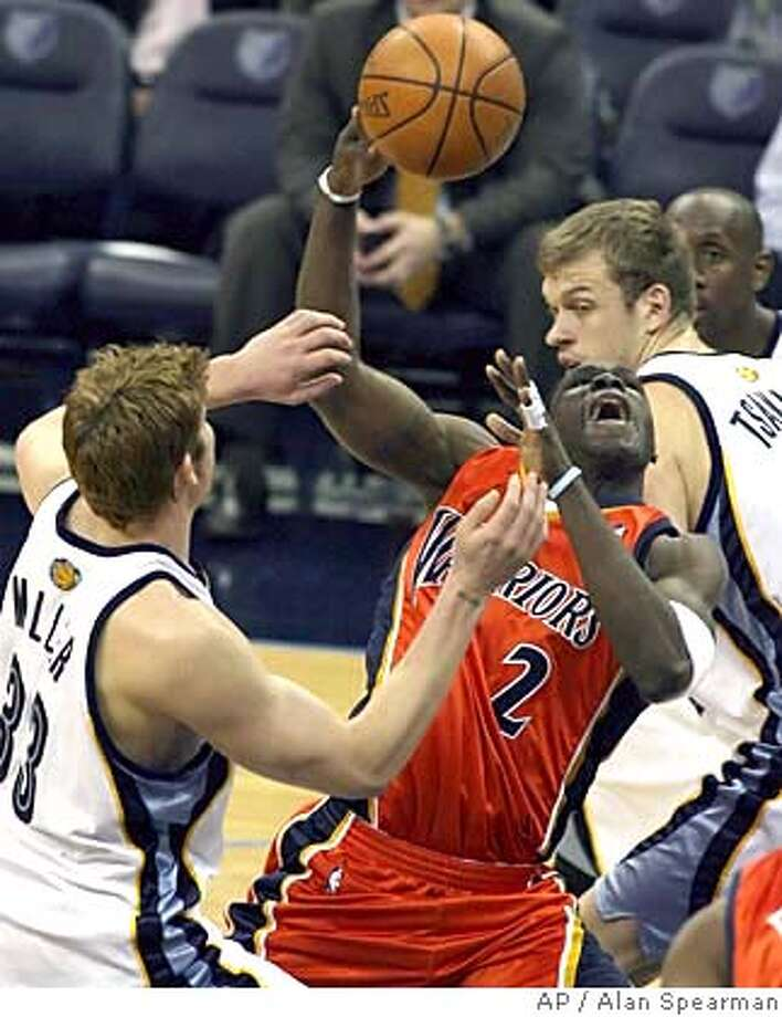 Memphis Grizzlies' Mike Miller, left, and Jake Tsakalidis defend against Golden State Warriors' Michael Pietrus in the first half of NBA basketball action, Tuesday, April 4 2006, in Memphis, Tenn.(AP Photo/Alan Spearman.) Photo: ALAN SPEARMAN