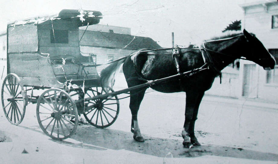 An image of the Yee's horse-drawn carriage from the early days of their laundry business.