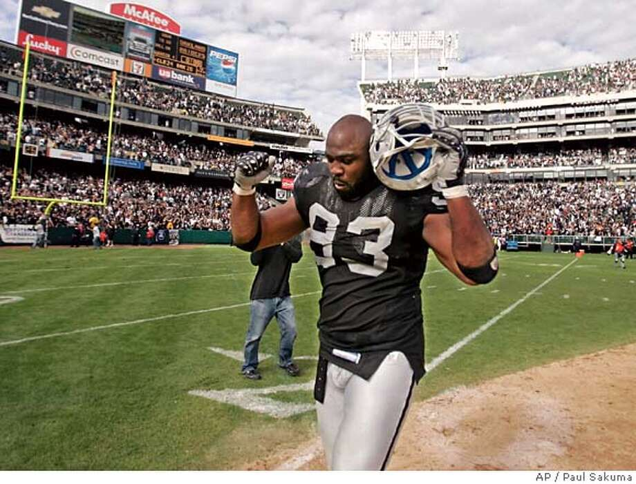 Oakland Raiders defensive end Tommy Kelly (93) celebrates after blocking a Cleveland Browns field goal late in the fourth quarter of their NFL football game, Sunday, Sept. 23, 2007, in Oakland, Calif. The Raiders defeated the Browns 26-24. (AP Photo/Paul Sakuma) Photo: Paul Sakuma