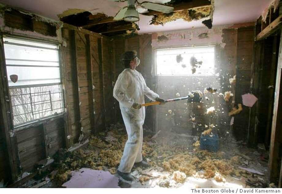 GUTTING HOUSES IN NEW ORLEANS Photo: David Kamerman