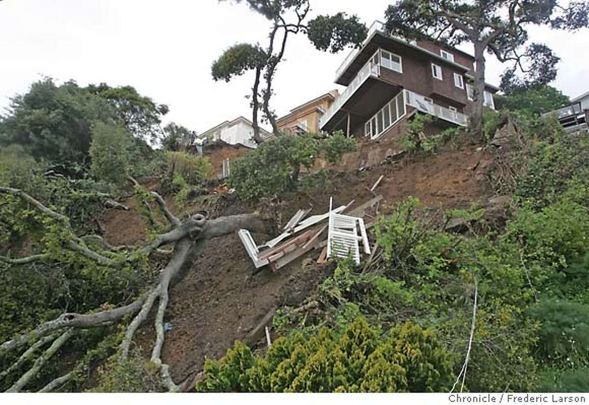 {object name} Recent heavy rain have started mudslides in Sausalito as houses on Bulkley Ave are on the brink of losing their foundation and falling on to Bridgeway. 3/29/06 Frederic Larson