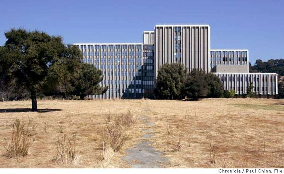 oakknoll_004_pc.jpg  The old Oak Knoll Naval Hospital on 9/30/05 in Oakland, Calif. Nearly 10 years after it closed down, investors are willing to cough up more than $55 million for a 167-acre for the hospital in the hills above East Oakland. The bidding at the electronic auction started at $12 million and has been shooting up ever since.  PAUL CHINN/The Chronicle MANDATORY CREDIT FOR PHOTOG AND S.F. CHRONICLE/ - MAGS OUT Photo: PAUL CHINN
