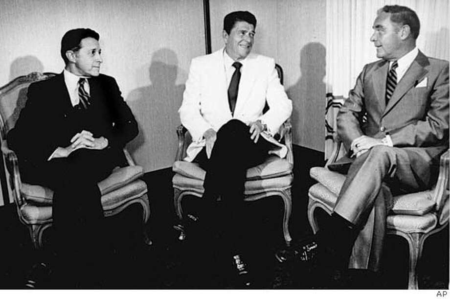 ** FILE ** President Ronald Reagan, center, meets with Defense Secretary Casper W. Weinberger, left, and Secretary of State Alexander Haig in this Aug. 17, 1981 file photo, before the start of a National Security Council meeting at the Century Plaza Hotel in Los Angeles. Caspar W. Weinberger, who served in the Cabinets of both Richard Nixon and Ronald Reagan and was central figure in the Iran-Contra scandal, died Tuesday March 28, 2006. He was 88. Caspar Weinberger Jr., told The Associated Press that his father died Tuesday morning in Bangor, Maine, and said that he had been on kidney dialysis for a couple years and had suddenly developed pneumonia. (AP Photo/File)