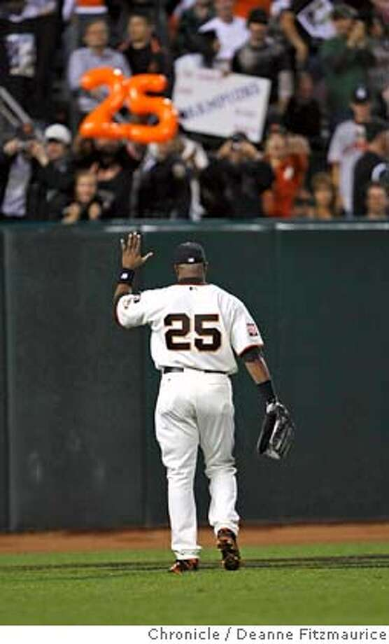 bonds_530_df.jpg  Barry Bonds waves to the Giants fans on his way out during the top of the second inning. Barry Bonds plays his final game at AT&T Park as a San Francisco Giant in game against San Diego Padres. Photographed in San Francisco on 9/26/07. Deanne Fitzmaurice / The Chronicle Ran on: 09-27-2007  Barry Bonds acknowledges the warm reception from Giants' fans as he takes his familiar position in left field at his final home game as a Giant. Photo: Deanne Fitzmaurice